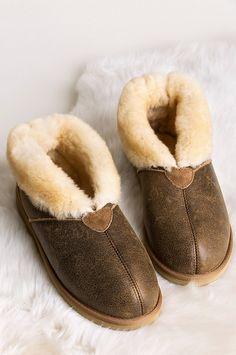 Men's Gunner Australian Merino Sheepskin Slippers with Arch Support Sheepskin Slippers, Sheepskin Boots, Shearling Boots, Leather Boots, Slippers With Arch Support, Ugg Style Boots, Wool Shoes, Doc Martens Boots, Vegan Boots