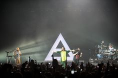 Thirty Seconds To Mars.- Sidney, Australia.- 29-03-2014 #LoveLustFaithDreamsTour (via http://www.theaureview.com/photos/sydney/30-seconds-to-mars-qantas-credit-union-arena-29-03-14