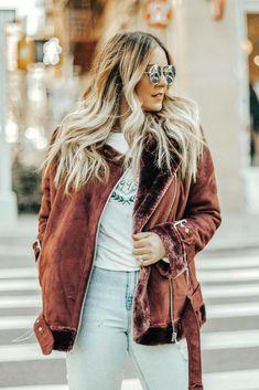 New York blogger Danielle Gervino styles Topshop deep burgundy moto jacket | Pineapple & Prosecco #topshop #winterstyle