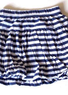 À vendre sur #vintedfrance ! http://www.vinted.fr/mode-enfants/jupes/23444350-jupe-fille-marine-4-ans