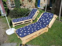 wooden pallets turned into chaise lounges
