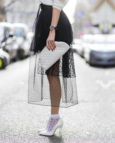 So werden Sheer Socks im Jahr 2018 zum Trend So Sheer Socks will become a trend in this-is-how-sheer socks become a trend, MODETRENDS Look Fashion, High Fashion, Fashion Outfits, Womens Fashion, Fashion Design, Fashion Trends, Sheer Socks, Cooler Look, Looks Street Style