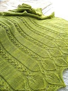 Such a lovely delicate knitting patttern - could adapt this for shawl or scarf Knit Or Crochet, Lace Knitting, Crochet Shawl, Knitting Stitches, Knitting Patterns, Shawl Patterns, Lace Patterns, Knitted Afghans, Knitted Blankets