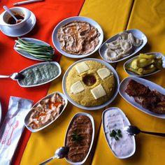 Çerkes Yemekleri - Kaçamak, Abista, Mamursa, Mamrise   Farklı bölgelerde yine farklı isimler alır. Çerkes peyniriyle servis edilir. Yanına da bolca yoğurtlu ya da sütlü yiyecekler konulur. Ana yemek olmasa da ana yemek görevi görür. Hot Pot, Beautiful Cakes, Feta, Food And Drink, Appetizers, Mexican, Salad, Snacks, Dishes