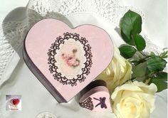 Boite forme coeur romantique ♥ fleurs roses dentelle velours, boite à secrets, coffret à bijoux. http://www.alittlemarket.com/boutique/creasoize