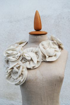 Krémszínű gyapjú sál, Szabovszki, meska.hu #roses #wool #scarf Wool Scarf, Napkin Rings, Roses, Decor, Hair Style, Style, Decoration, Pink, Rose