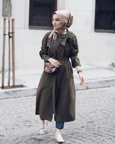 Street Hijab Fashion, Abaya Fashion, Muslim Fashion, Modest Fashion, Love Fashion, Fashion Outfits, Hijab Elegante, Hijab Chic, Hijab Wear