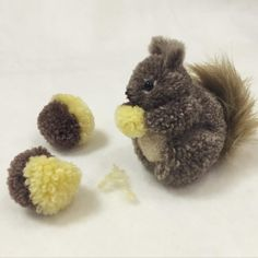 Squirrel Pom Pom Simple and cute Chat Crochet, Crochet Toys, Pom Pom Crafts, Yarn Crafts, Pom Pom Animals, Yarn Animals, Wool Dolls, How To Make A Pom Pom, Boyfriend Crafts
