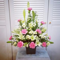 This one has pattern to it because of the flowers and just the way they are placed. Altar Flowers, Church Flowers, Funeral Flowers, Wedding Flowers, Funeral Floral Arrangements, Large Flower Arrangements, Ikebana, Memorial Flowers, Cemetery Flowers
