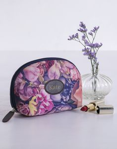 While the flowers begin to bloom outside, surprise someone special with blooming floral gifts such as personalised floral cosmetic bags. Let them keep all their essentials in one place and always look fresh and fabulous no matter where they go. Personalized Wine, Spring Day, Online Bags, Floral Watercolor, Cool Gifts, Cosmetic Bag, Saddle Bags, Bath And Body, Essentials