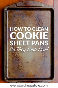Learn how to clean your cookies sheets to get rid of ugly stains and build-up. Read Mary's recommendations for the the best-inexpensive cookie sheets. Cleaning Burnt Pans, Cleaning Grease, Cleaning Baking Sheets, Clean Baking Pans, Household Cleaning Tips, House Cleaning Tips, Oven Cleaning, Cookie Sheet Cleaning, Cookie Sheet Crafts
