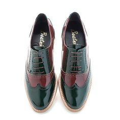 LENA Green on red Oxfords @beatnikshoes  Handmade in Spain in red and green patent leather. Worldwide shipping by UPS. € 149,99