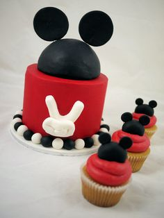 Mickey Mouse Cake n Cupcakes