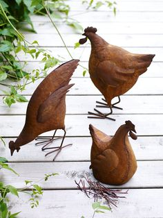 Create your very own brood with our lightweight Rusty Red Hens. Crafted from rusted metal, these three hens will continue to weather when left outdoors, enhancing their appearance and adding to their charm. Choose from standing, roosting or pec Shabby Chic Interiors, Shabby Chic Homes, Shabby Chic Decor, Shabby Chic Furniture, Jardin Style Shabby Chic, Shabby Chic Flowers, Metal Chicken, Shabby Chic Curtains, Red Hen