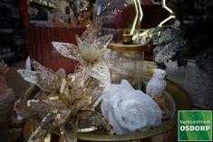 Ook zijden bloemen staan mooie op de kersttafel! Table Decorations, Furniture, Home Decor, Decoration Home, Room Decor, Home Furnishings, Home Interior Design, Dinner Table Decorations, Home Decoration