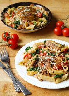 Chicken Penne Pasta with Bacon and Spinach in Creamy Tomato . - Chicken Penne Pasta with Bacon and Spinach in Creamy Tomato Sauce Chicken Spinach Pasta, Chicken Pasta Recipes, Frango Bacon, Creamy Tomato Sauce, Creamy Pasta, Sauce Crémeuse, Pasta Dishes, Sauce Recipes, Top Recipes