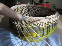 16) Zavírka Farah1 - Pedig a košíky Basket Weaving Patterns, Paper Basket, Plant Hanger, Projects To Try, Cool Stuff, Crafts, Home Decor, Baskets, Craft