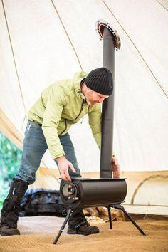 Ce petit poêle à bois portatif, qui peut être plié en un paquet facile à transporter, peut chauffer l'intérieur d'une tente ou d'une petite maison.
