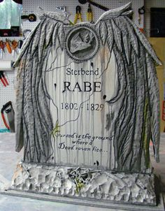 Raven Tombstone how-to.  This is gorgeous...
