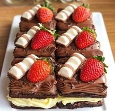 Luxury Food, Sweet Desserts, Food Gifts, Food To Make, Brownies, Cake Decorating, Bakery, Food Porn, Strawberry