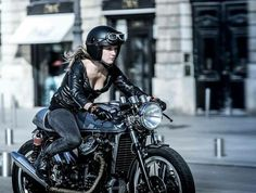 Does your motorcycle have a name? Share in the comments ⬇️ Thanks ⬇️ ⬇️ ⬇️ ⬇️ ⬇️ Cafe Bike, Cafe Racer Motorcycle, Lady Biker, Biker Girl, Motorbikes Women, Motard Sexy, Motorbike Girl, Motorcycle Girls, Chicks On Bikes
