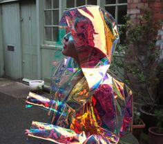 holographic-material: magic raincoat Fashion and holograms and holographic fashion. Space Grunge, Mode Inspiration, Ideias Fashion, Fashion Ideas, Cute Outfits, Fall Outfits, Neon, My Style, How To Wear