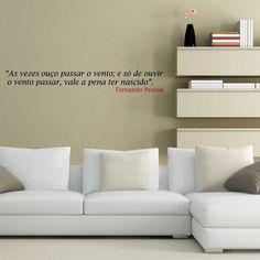 """""""As vezes ouço passar o vento; e só de ouvir o vento passar, vale a pena ter nascido"""" - Fernando Pessoa."""