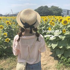 Teen Stuff, Life Is Beautiful, Picture Ideas, Ulzzang, Korean, Touch, Japanese, Nature, Flowers
