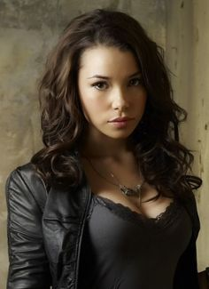Jessica Parker Kennedy is best known for her roles in Smallville and Black Sails. Discover just how hot this Canadian actress is through these sexy photos. Jessica Parker Kennedy, Smallville, Pretty People, Beautiful People, Fc B, Black Actors, Hollywood, Le Jolie, Beautiful Actresses