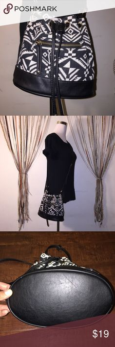 """Eith by Under One Sky Bucket Blk/Wht Bag 8.5"""" x 5"""" 9.5""""  I accept reasonable offers!! I truly do, so don't be afraid to comment :) ** Serious buyers please !! Bags Crossbody Bags"""