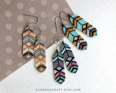 ❣️ Colorful feather beaded earrings ❣️ The price is for 1 pair of earrings! Choose the color in variations. Beaded Earrings Patterns, Beaded Jewelry Designs, Seed Bead Patterns, Seed Bead Jewelry, Beading Patterns, Handmade Jewelry, Beading Tutorials, Bracelet Patterns, Seed Beads