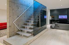 Super fraai voorbeeld van een huis met grote glazen wanden Roomed | roomed.nl