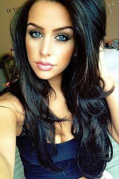 Love her hair! Dark hair, blue | http://amazingeyemakeuptips.blogspot.com