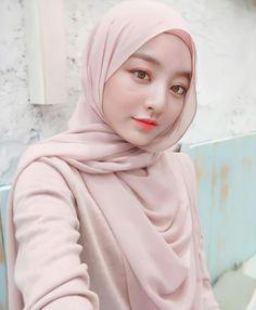 Potret 9 Member Twice Pakai Hijab, Cantik & Lebih Islami Modern Hijab Fashion, Muslim Women Fashion, Girl Hijab, Hijab Outfit, Hijab Style Tutorial, Muslim Beauty, Jihyo Twice, Ulzzang Korean Girl, Hijab Chic