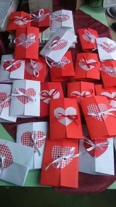 Valentine day is coming near, we should prepare something special. Valentines Bricolage, Kinder Valentines, Valentine Day Special, Saint Valentine, Mothers Day Flower Pot, Mothers Day Crafts, Valentine Day Crafts, Crafts For Kids, Mother's Day Gift Baskets