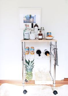 DIY Home Bar Cart Apparently, you are going to require bar tools! A little bar… Bar Cart Styling, Bar Cart Decor, Styling Tips, Decorating Small Spaces, Interior Decorating, Decorating Ideas, Decor Ideas, Decoration Pictures, Apt Ideas