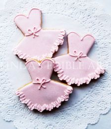 Check out our ballerina cookies selection for the very best in unique or custom, handmade pieces from our cookies shops. Fancy Cookies, Iced Cookies, Cute Cookies, Royal Icing Cookies, Cupcake Cookies, Sugar Cookies, Nutella Biscuits, Ballerina Cookies, Pecan Nuts