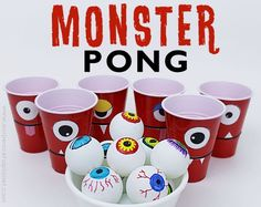 Creepy fun monster eye pong party game with plastic cups & ping pong balls. (Beer pong was never this awesome.) Kids & adults alike will love it! Halloween Tags, Diy Halloween Party, Soirée Halloween, Halloween Games For Kids, Halloween Karneval, Kids Party Games, Halloween Birthday, Monster Party Games, Monster Games For Kids