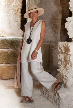 Linen outfit:sleeveless cream linen tunic and oatmeal linen trousers. -:- AMALTHEE -:- n° 3395 Linen Pants Outfit, Linen Trousers, Linen Tunic, Linen Blouse, Mature Fashion, Over 50 Womens Fashion, Fashion Over 50, Mode Outfits, Trendy Outfits