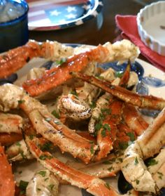 Crab Legs with Garlic Butter Sauce / Recipe Thieves