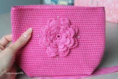 Tätä on toivottu paljon ja hartaasti, ja tässä se nyt tulee! Ohje suunnittelemaani kukkapussukkaan. Ohje sopii virkkauksen perusj... Princess Stories, Diy Bags Purses, Small Case, Crochet Purses, Crochet Bags, Pouch, Wallet, Simple Bags, Purse Patterns