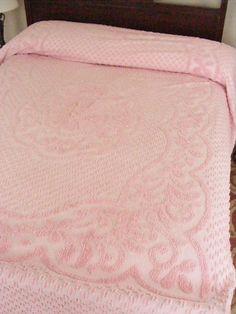 Anniversary Sale 50s Vintage Chenille Bedspread by violetsandgrace, $61.20 Double Bed Size, Double Beds, Chenille Bedspread, Bedspreads, 50s Vintage, Vintage Decor, Spring Sale, Retro Look, Anniversary Sale