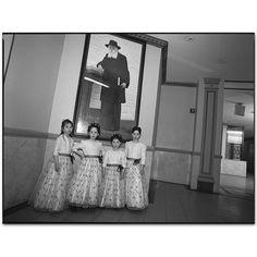Mary Ellen Mark - Gallery - New York Street - 409U-020-018 Hasidic Wedding 2004 Brooklyn, New York 2004