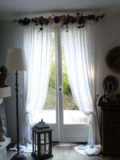 Décoration rideaux, Guirlandine, roses, guirlande de roses, ciel de lit, lierre, guirlande de fleurs, décoration de fenêtres, mariage : Cantonnière Guirlandine Roses et Pivoines