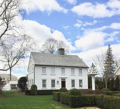 New England Living - A Few of Essex Connecticut's Antique and Village Homes - New England Fine Living Essex Connecticut, Colonial Exterior, Antique House, Travel Nursing, New England Homes, Interior Photo, Cape Cod, Seaside, Houses