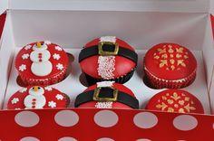 Deliciosos cupcakes decorados con motivos navideños, para celebrar estas fiestas de la forma más dulce. Disfrútalos en tus cenas, comidas y reuniones con familiares y amigos. Escoge los que más te …