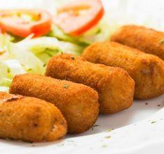 Smažené krokety z brokolice a brambor podávané s bramborovou kaší, nebo jen s čerstvými zeleninovými saláty jsou lahůdko