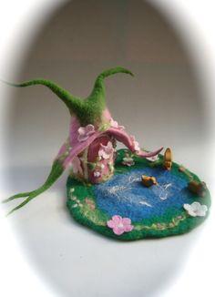 Puppenstuben - Elfenhaus Handgefilzt filz - ein Designerstück von Filz-Art bei DaWanda