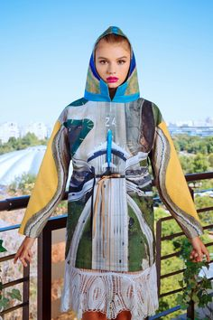 Product description : Happy Nation CollectionDigitally printed ParkaLined Hood/Adjustable waist* the parka doesn't come with the skirt Fabric :Ex