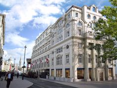 White Star HQ Converted Into Luxury Flats. The Grade II listed Oceanic House at 1 Cockspur Street in the City of Westminster, near Trafalgar Square, has been redeveloped to provide six luxury apartments and one two-story penthouse for private sale.